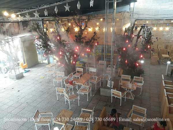 He-thong-phun-suong-lam-mat-tao-canh-quan-Caffe-Thuy-Truc-4
