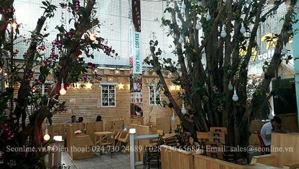 He-thong-phun-suong-lam-mat-tao-canh-quan-Caffe-Thuy-Truc-6